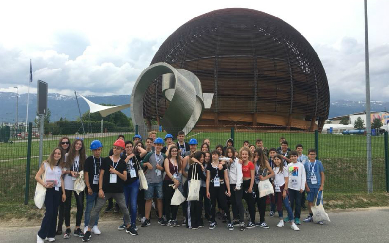 Η ΜΑΓΕΙΑ ΤΗΣ ΕΛΒΕΤΙΑΣ ΚΑΙ Η ΕΡΕΥΝΗΤΙΚΗ ΜΑΣ... ΠΕΡIHΓΗΣΗ ΣΤΟ CERN