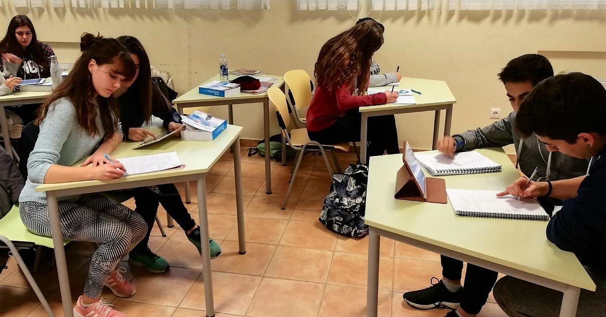 Μαθηματικοί Διαγωνισμοί: Μία Διαγωνιστική Διαδικασία ή μία Επένδυση για το Μέλλον;